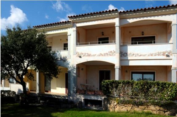 Lägenheter i Cannigione med utgång mot trädgården