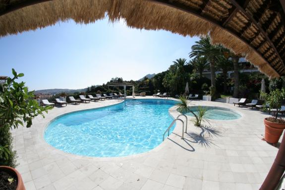 Hotel Balocco, poolen sedd från restaurangen