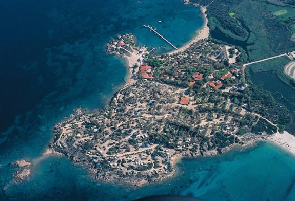 Semesterby i Cannigione som ligger på en udde med egen strand, dykskola och vindsurfing