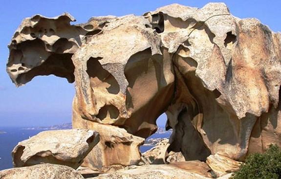 Palaus landmärke, en klippa i form av en björn. Capo d'orso