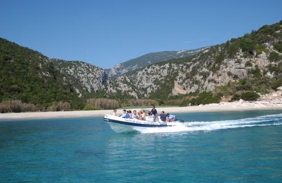 Minikryssning med båt som organiseras av hotellet