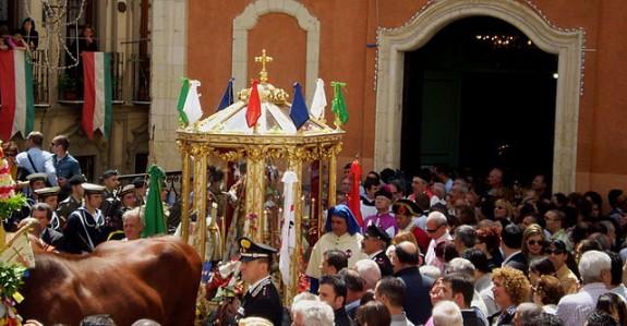 En kortege från kyrkan Chiesa di Sant'Efisio, Cagliari