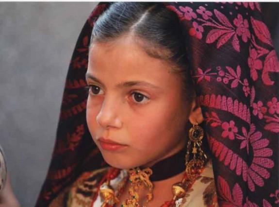 Gabriela i sardisk dräkt
