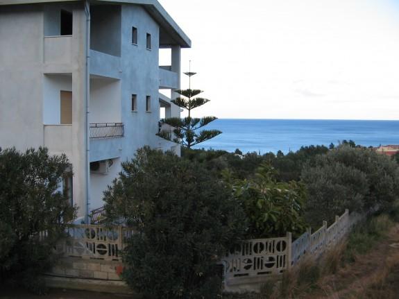 Lägenhet med utsikt från terrassen mot Golfo di Orosei