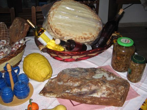 Handla i Cala Gonone och Dorgali: honung, bröd, inläggningar, grönsaker
