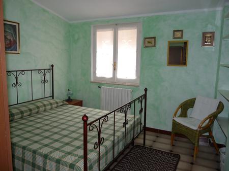 Sovrum med dubbelsäng i B&B l'Edera i Dorgali