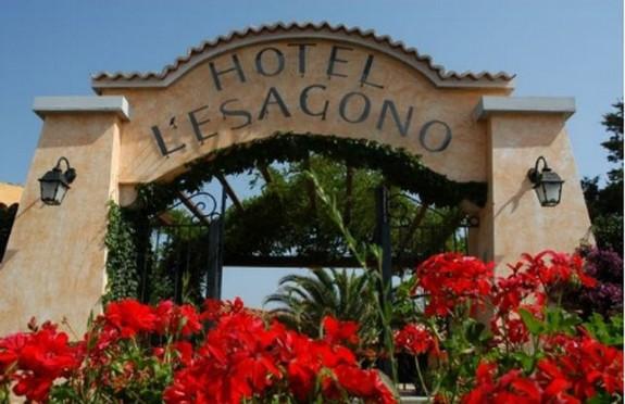 Entrén till Hotel l'Hotel Esagono i San Teorodor