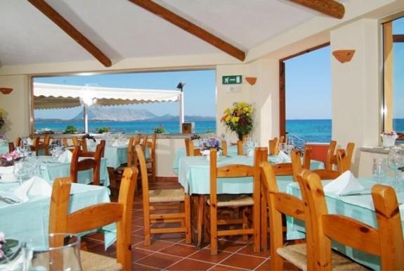 Matsalen i Hotel l'Esagono med havsutsikt